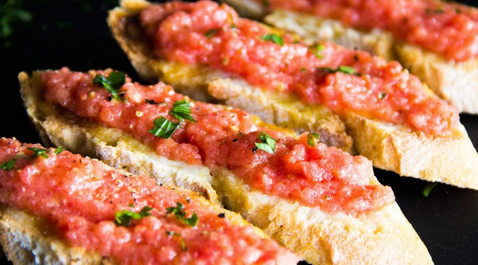Хлеб с помидором (Pan con tomate)